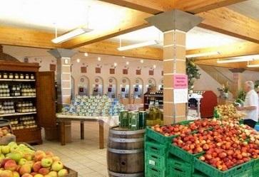 Agrintesa brinda per la crescita dei negozi